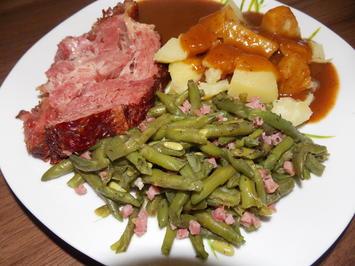 Kasslerkamm mit grünen Speckbohnen und Kartoffeln oder Klößen - Rezept - Bild Nr. 3