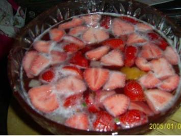 Köstliche Sommerbowle mit frischen Erdbeeren - Rezept - Bild Nr. 2