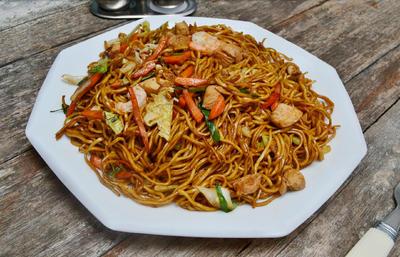 Gebratene Nudeln mit Hühnerfleisch (Chinesisch) - Rezept - Bild Nr. 3706