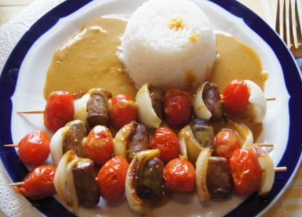Würstchen-Gemüse-Spieße mit Curry-Rahm-Sauce, Reis und gemischten Salat - Rezept - Bild Nr. 2