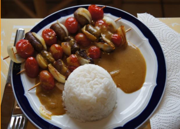 Würstchen-Gemüse-Spieße mit Curry-Rahm-Sauce, Reis und gemischten Salat - Rezept - Bild Nr. 8