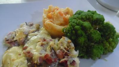 """Ofen-Schnitzel """"Elsässer Art"""" mit Kartoffel-Möhren-Stampf und Romanesco - Rezept - Bild Nr. 2"""
