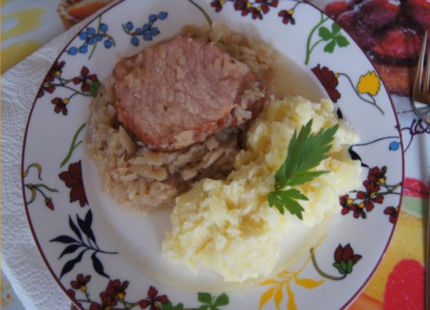 Kasseler auf tschechischen Sauerkraut mit Meerrettich-Kartoffelstampf - Rezept - Bild Nr. 3716
