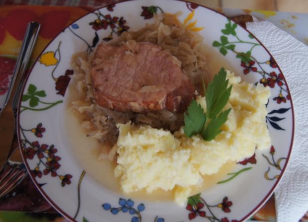 Kasseler auf tschechischen Sauerkraut mit Meerrettich-Kartoffelstampf - Rezept - Bild Nr. 3722