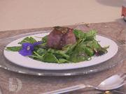Mit Ziegenkäse gefüllte Feigen, ummantelt mit Schinken auf Wildkräutersalat - Rezept - Bild Nr. 2