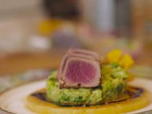 Tuna-Tataki auf Avocadotatar mit grünem Apfel und Frühlingszwiebel - Rezept - Bild Nr. 2