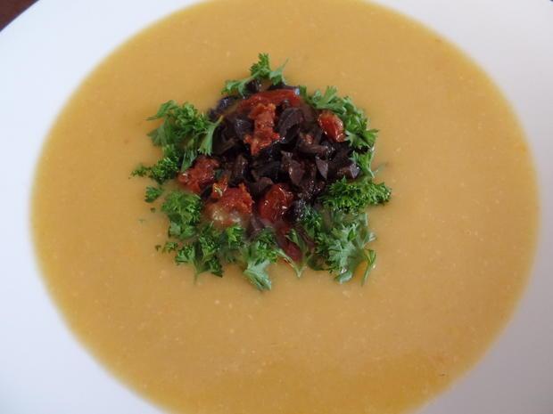 Kartoffel-Käse-Suppe mit Tomaten und Oliven on Top - Rezept - Bild Nr. 3821