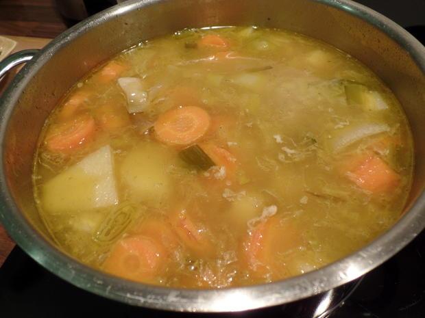 Kartoffel-Käse-Suppe mit Tomaten und Oliven on Top - Rezept - Bild Nr. 3823
