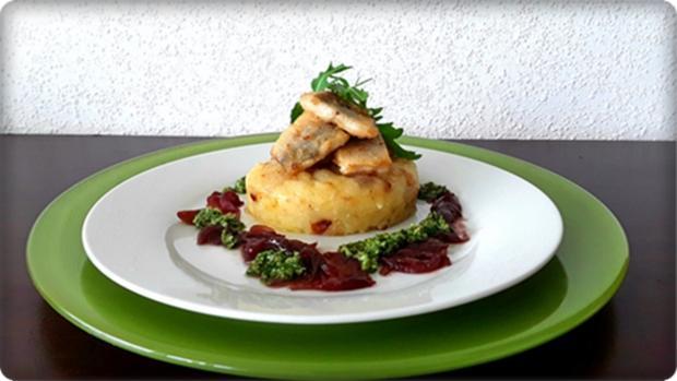 Zander auf Kartoffelbett mit Rotezwiebelmarmelade & Rucola-Pesto - Rezept - Bild Nr. 3826