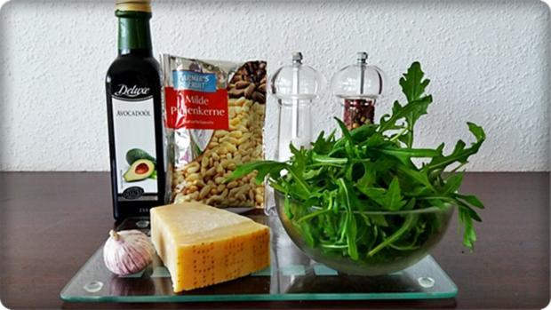 Zander auf Kartoffelbett mit Rotezwiebelmarmelade & Rucola-Pesto - Rezept - Bild Nr. 3832
