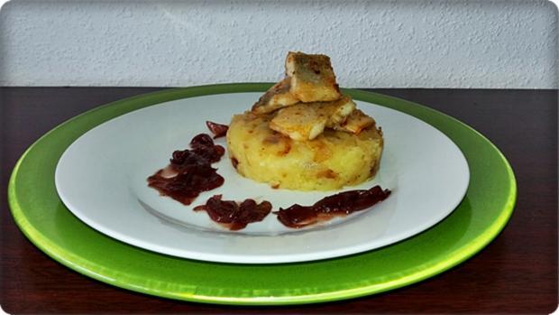 Zander auf Kartoffelbett mit Rotezwiebelmarmelade & Rucola-Pesto - Rezept - Bild Nr. 3841