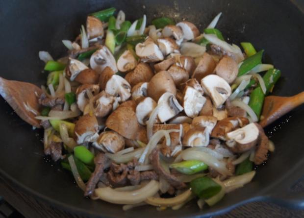 Rindfleisch mit Champignons und Zwiebeln in Austersauce mit Basmatireis - Rezept - Bild Nr. 3831