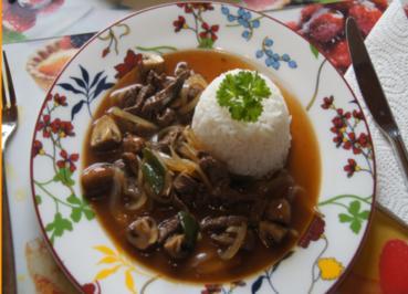 Rindfleisch mit Champignons und Zwiebeln in Austersauce mit Basmatireis - Rezept - Bild Nr. 3837