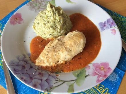 Chili-Tomatensoße mit überbackener Hähnchenbrust und Brokkoli-Kartoffelbrei - Rezept - Bild Nr. 3851