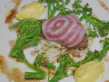 Konfierte Schweinebacke mit entsaftetem Mais und wildem Brokkoli (Alexander Kumptner) - Rezept - Bild Nr. 2