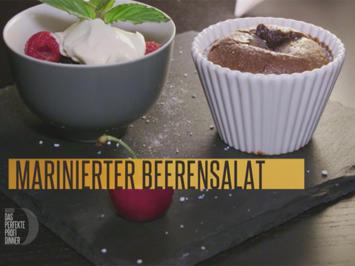 Rezept: Baileys-Schokoküchlein mit Beerensalat und Vanille-Sauerrahm (Meta Hiltebrand)