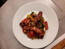Hähnchen im Speckmantel auf Gemüsebeet - Rezept - Bild Nr. 3912