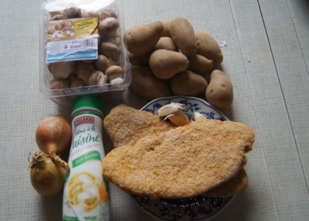 Wiener-Schnitzel vom Schwein mit Rahm-Knoblauch-Champignons und Rosmarinkartoffeln - Rezept - Bild Nr. 3985