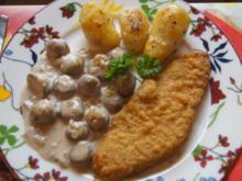 Wiener-Schnitzel vom Schwein mit Rahm-Knoblauch-Champignons und Rosmarinkartoffeln - Rezept - Bild Nr. 3986