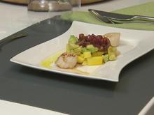 Jakobsmuscheln auf Avocado-Mango-Tatar und Zwiebel-Vinaigrette - Rezept - Bild Nr. 3