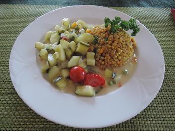 Rezept: Zucchini - Gemüsebeilage an Buchweizen mit Mais und Erbsen