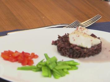 Zanderfilet auf lila Reis, Kokossauce mit Purple Curry, Paprikawürfeln und Zuckerschote - Rezept - Bild Nr. 2