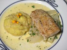 Zander auf karamellisierten Kohlrabi-Spalten, Knoblauch-Schnittlauch-Schmand und Kartoffel - Rezept - Bild Nr. 4324