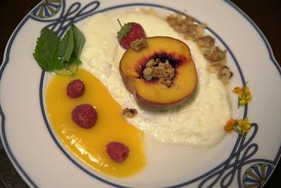 Zitronen-Posset, gegrillte Pfirsiche, Mango-Püree und Mandelkrokant - Rezept - Bild Nr. 4324