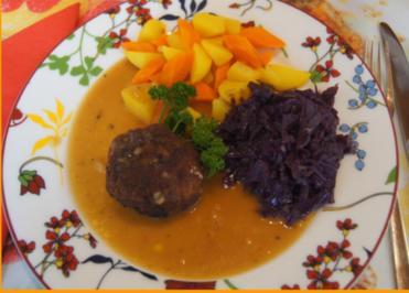 Tatarbuletten mit Sauce, Möhren-Kartoffel-Mix und Ananas-Apfel-Rotkohl - Rezept - Bild Nr. 2