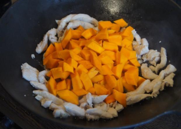 Kürbis-Gemüse-Hähnchenbrustfilet-Wok süß-sauer mit Basmatireis - Rezept - Bild Nr. 4419