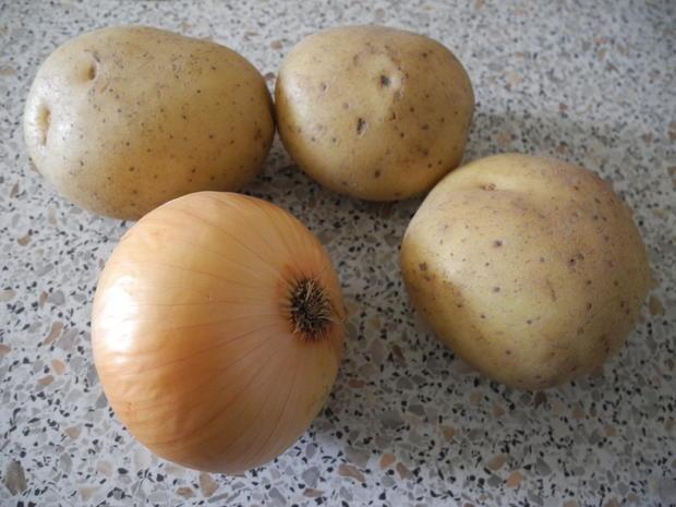 Kartoffel - Sauerkraut - Puffer mit Joghurt - Gurken - Salat - Rezept - Bild Nr. 4412
