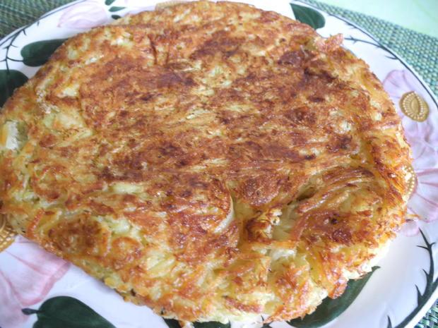 Kartoffel - Sauerkraut - Puffer mit Joghurt - Gurken - Salat - Rezept - Bild Nr. 4428