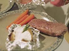 Steak vom Galloway Rind, dazu Folienkartoffel und karamellisierte Möhren - Rezept - Bild Nr. 2