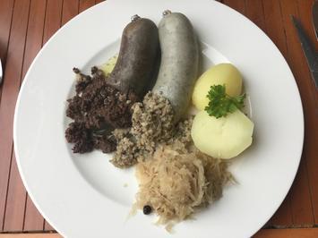 Blut- und Leberwurst mit Kartoffeln und Sauerkraut - Rezept - Bild Nr. 4446