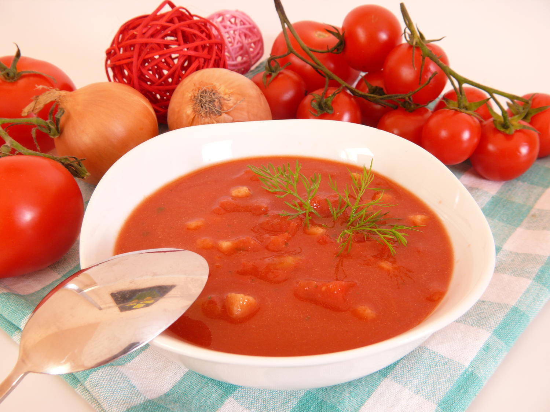 tomatensuppe mit rote zwiebel und knoblauchzehe rezept mit bild. Black Bedroom Furniture Sets. Home Design Ideas