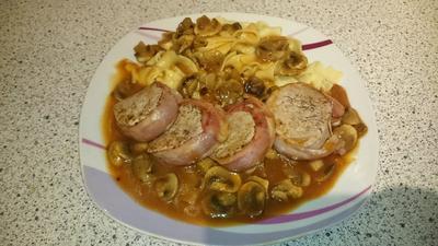 Rezept: Schweinemedallions mit Bacon in Champignon-Soße