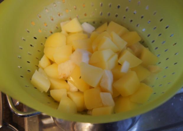 Sellerieschnitzel mit Sellerie-Kartoffelstampf und Möhrenblüten-Antipasta - Rezept - Bild Nr. 4487