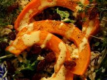 Kürbis aus dem Ofen mit Wildreis und Orangen-Sesam-Sauce - Rezept - Bild Nr. 2