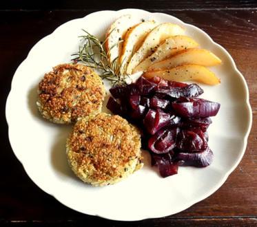 Quinoa-Taler mit karamellisierter Rosmarin-Birne und Balsamico Zwiebeln - Rezept - Bild Nr. 4553