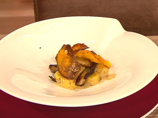 Kartoffelgnocchi mit Steinpilzen und Hokkaido (Damian Hardung) - Rezept - Bild Nr. 2