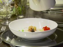 Weiße Tomatensuppe mit Jakobsmuschel-Tatar & Garnele - Rezept - Bild Nr. 4574