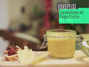 Beschwipstes Süppchen von der gelben Zucchini, Feigencrostini und Parmesanhippe - Rezept - Bild Nr. 2