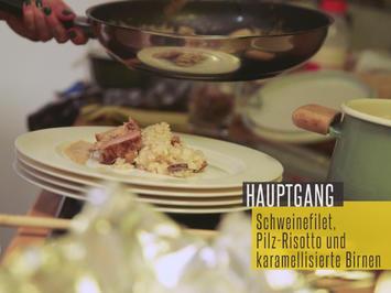 Flambiertes Schweinefilet mit cremigem Pilzrisotto und karamellisierten Birnen - Rezept - Bild Nr. 2