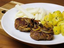 Frikadellen mit Röstzwiebeln, Salzkartoffeln und Rahmkohlrabi - Rezept - Bild Nr. 4627