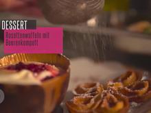 Beerenspeise in Schokohülle, mit Rosettenwaffeln - Rezept - Bild Nr. 4627
