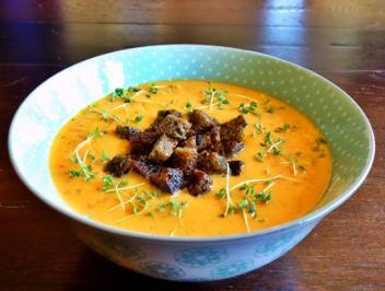 Rezept: Zu-Pa-To-Cremesuppe mit Kräuter-Croutons und Kresse
