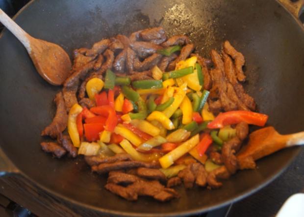 Rindfleisch mit Gemüse im Wok und Weizennudeln - Rezept - Bild Nr. 4660