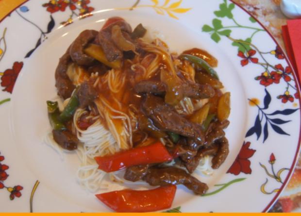 Rindfleisch mit Gemüse im Wok und Weizennudeln - Rezept - Bild Nr. 4662