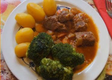 Rindergulasch ( Suppe )  mit Gemüsemix, Brokkoli und Kartoffeln - Rezept - Bild Nr. 4693