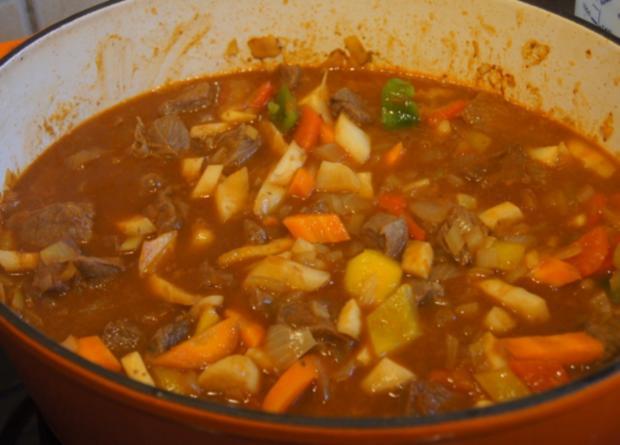 Rindergulasch ( Suppe )  mit Gemüsemix, Brokkoli und Kartoffeln - Rezept - Bild Nr. 4716